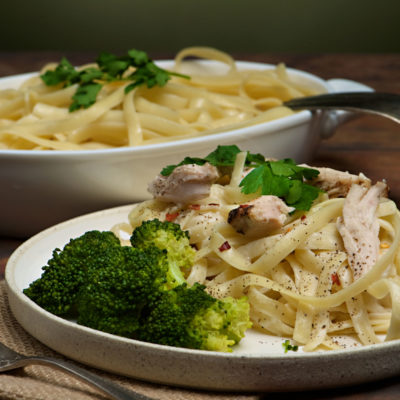 Creamy feffuccine with broccoli and chicken